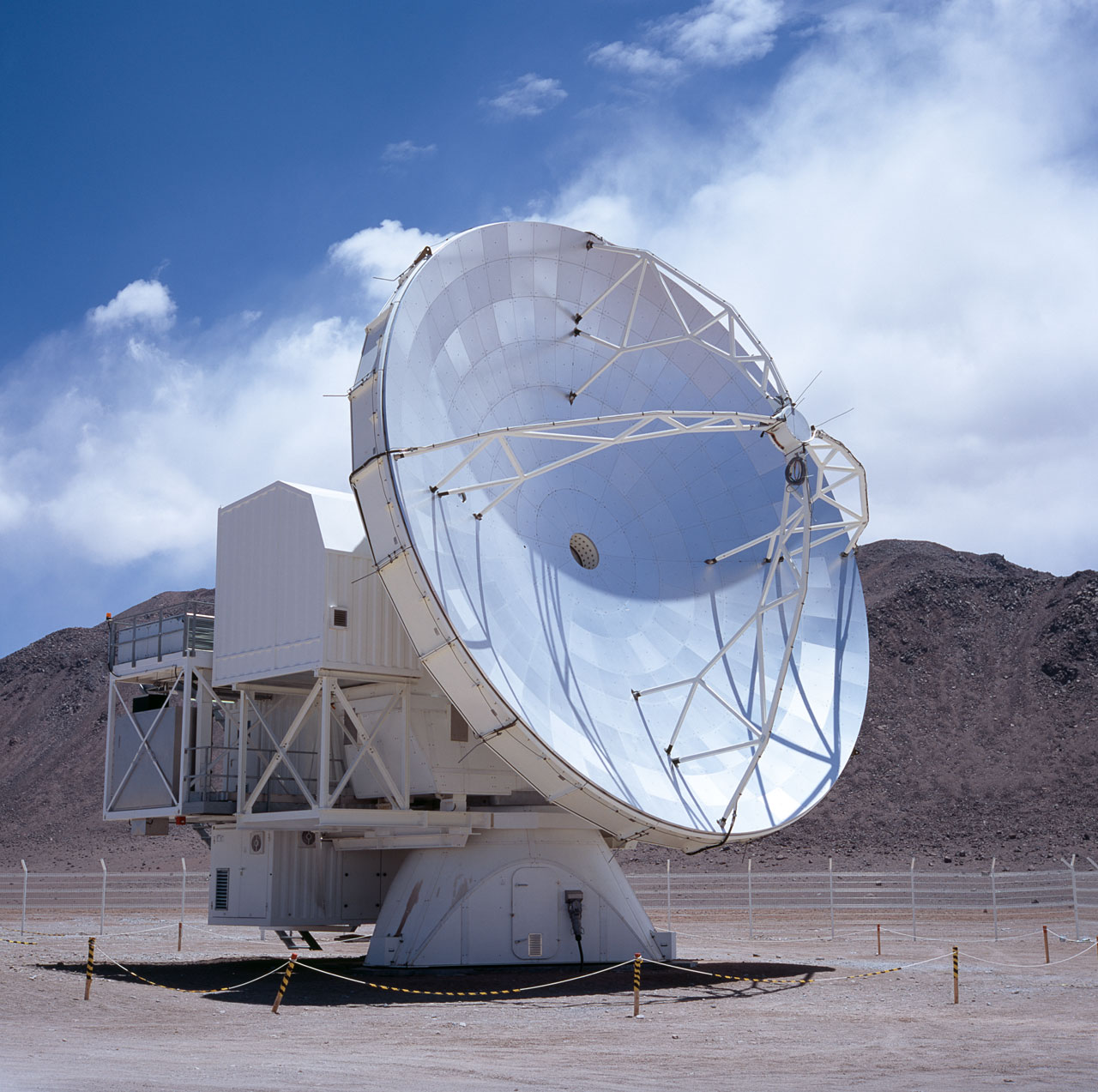A view of the Atacama Pathfinder Experiment (APEX). Credit: EOS